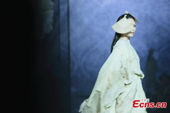 Top designers blend fashion and Liangzhu culture