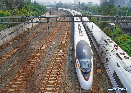 新的复兴子弹头列车首次在京沪线上运行
