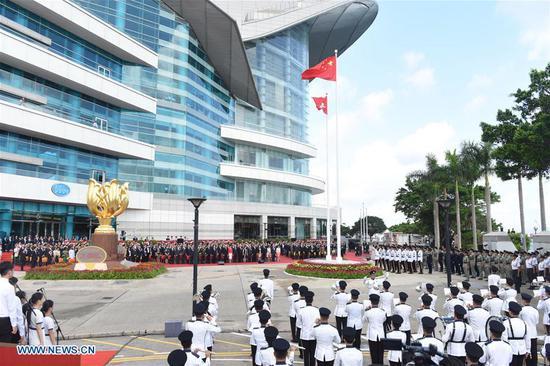 举行升旗仪式以庆祝21周年。重返祖国