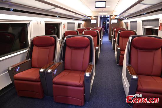 窥探中国较长的复兴子弹头列车