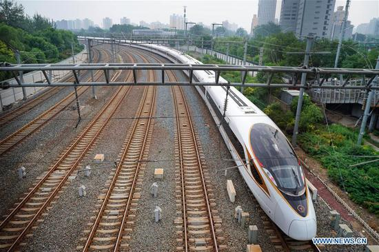 New longer Fuxing bullet train makes its debut