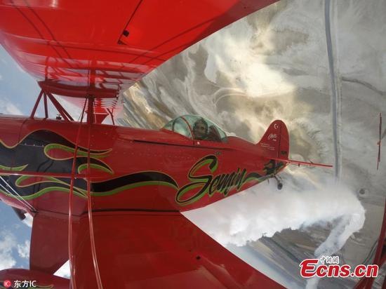 认识土耳其首位特技飞行女飞行员Semin Ozturk