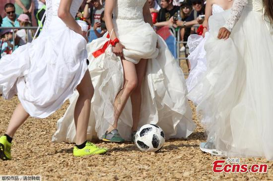 World Cup fans hold 'brides' match