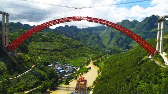 Longest span arch bridge achieves new milestone in Guizhou