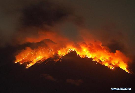 印度尼西亚巴厘岛的阿贡山火山爆发