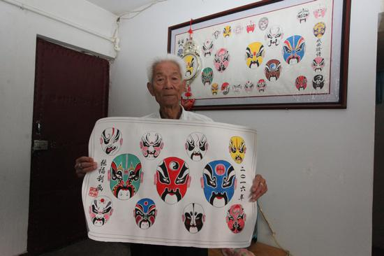 Man paints 700 Peking Opera masks in 50 years