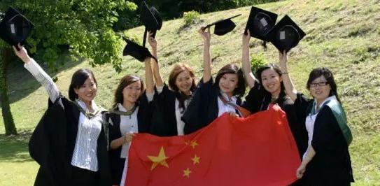 Overseas Chinese return to find prosperity in hometowns