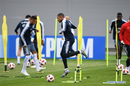 Players attend training session ahead of quarter-final match