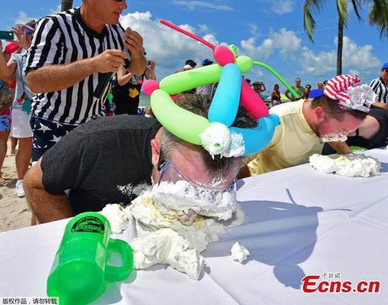 Texas lawyer wins Key lime pie eating contest for second year