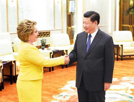 President Xi Jinping meets with Valentina Matviyenko, chairwoman of the Federation Council of Russia, at the Great Hall of the People in Beijing on Wednesday. The council is the upper house of the Federal Assembly, Russia's legislature. (FENG YONGBIN/CHINA DAILY)