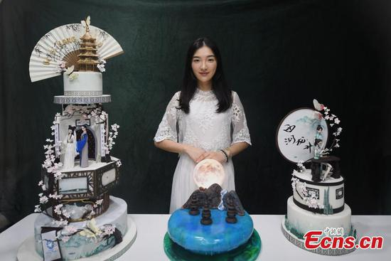 Baker combines icons of Chinese culture with fondant cake recipes