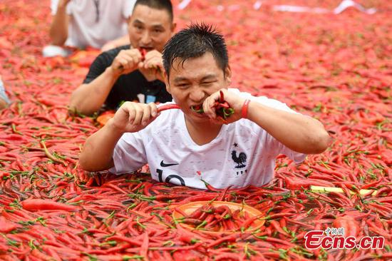 Man eats 50 chili peppers in one minute in hot contest