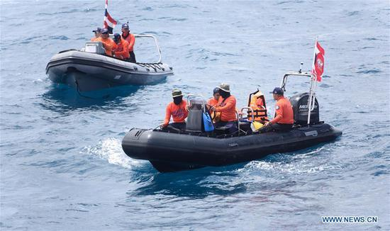 Members of Thai rescue team search for missing passengers from the capsized boat in the accident area in Phuket, Thailand, July 8, 2018. (Xinhua/Qin Qing)