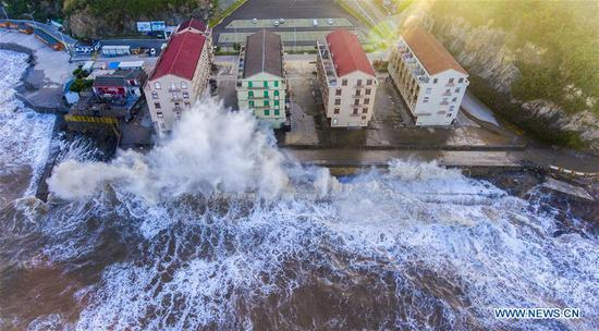 Aerial photo taken on July 10, 2018, shows huge waves beating against the sea shore in Shitang Township of Wenling City, east China's Zhejiang Province, as Typhoon Maria, the eighth typhoon this year, approaches the coast. Typhoon Maria made landfall Wednesday morning in Lianjiang County, southeast China's Fujian Province. (Xinhua/Zhu Haiwei)