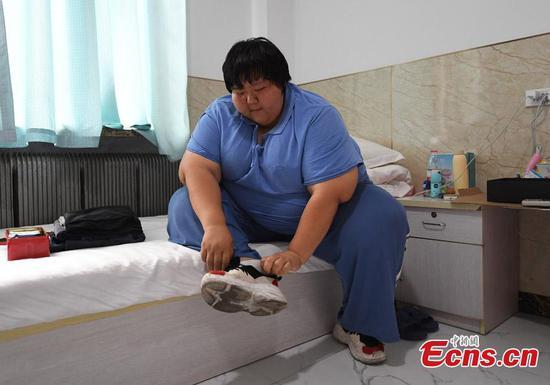 前柔道运动员,现在200公斤,努力控制体重