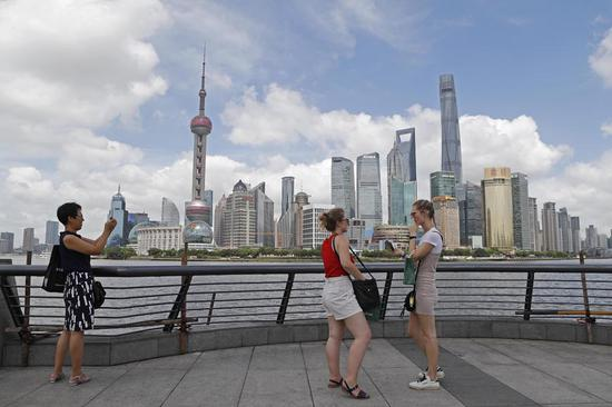Tourists visit the Bund in Shanghai on Tuesday.  (Photo/China News Service)
