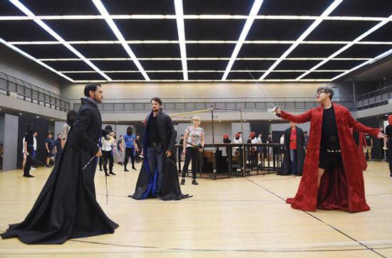 Performers rehearse for opera Romeo and Juliet at the National Center for the Performing Arts in Beijing on June 10, 2018. (Photo/Xinhua)