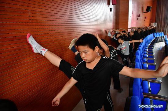 杂技学校在河南提供儿童技能培训和学术课程