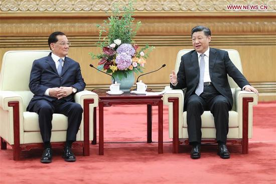 Xi Jinping (R), general secretary of the Communist Party of China (CPC) Central Committee, meets a delegation of people from various sectors in Taiwan, led by former chairman of the Kuomintang (KMT) party Lien Chan (L), at the Great Hall of the People in Beijing, capital of China, July 13, 2018. (Xinhua/Ju Peng)