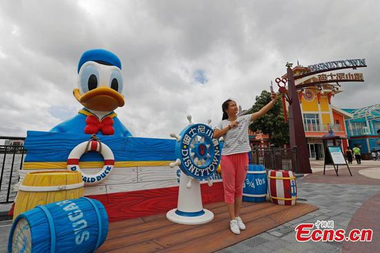 11-meter Donald Duck debuts at Shanghai Disney Resort