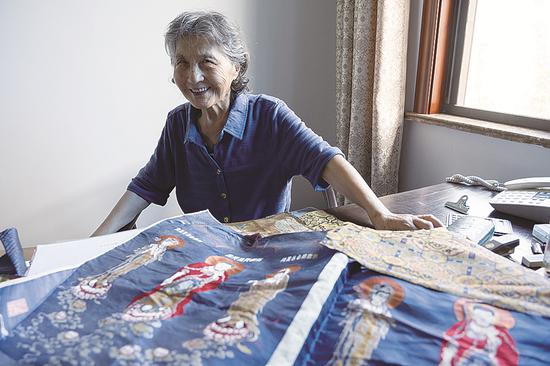 Qian Xiaoping, the inheritor of the Song brocade craft, has devoted her career to the preservation and restoration of this intangible cultural heritage. (Gao Erqiang / China Daily)