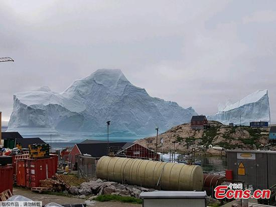 Photo taken on July 13, 2018 shows an iceberg floats near the Innaarsuit settlement, Greenland. (Photo/Agencies)