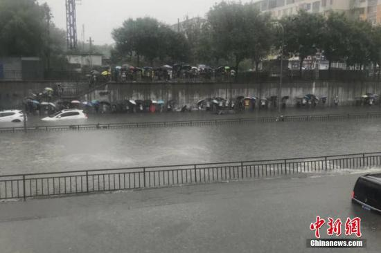Flooding caused by rainstorm disrupts traffic in Beijing