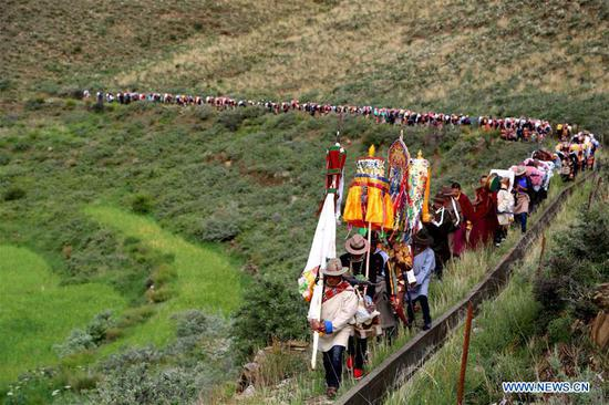 Ceremony to pray for harvest held during Ongkor Festival in Tibet