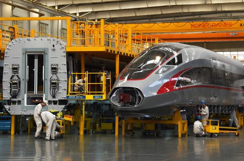 China industrial output expands 6.7 pct in H1