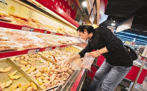 U.S. consumers to bear trade war cost: Hong Kong business leaders