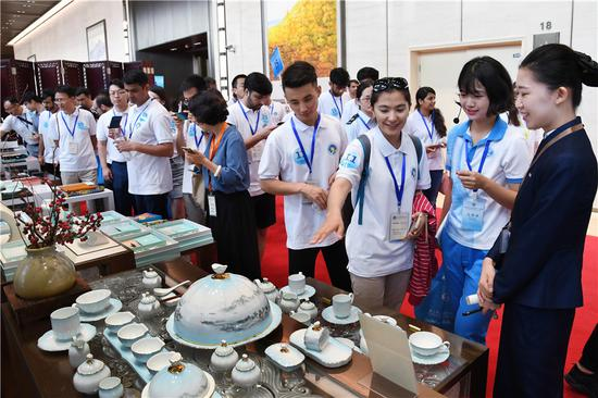 Youth representatives from 12 member and observer countries of the Shanghai Cooperation Organization visit the Qingdao International Convention Center in Qingdao, Shandong province, on Monday. The youths were participating in the ongoing SCO Youth Campus. (Li Ziheng/Xinhua)