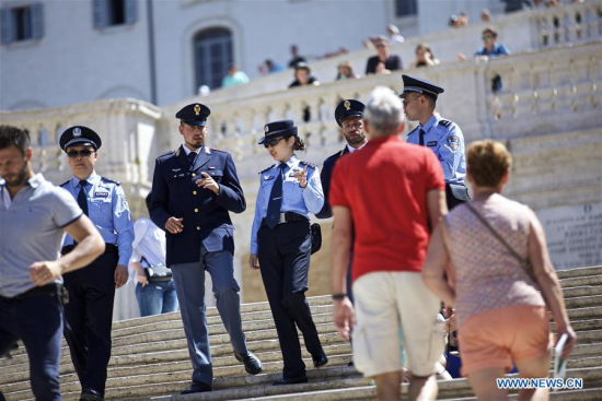 Chinese and Italian police officers patrol at Piazza di Spagna of Rome, Italy, on June 5, 2017. (Xinhua/Jin Yu)