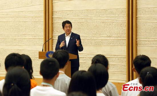 Abe expects young people to promote Japan-China friendship