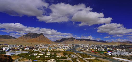 A panoramic view of Shiquanhe town, the administrative center of Gar county and Ngari prefecture, Tibet autonomous region. (Photo Provided to China Daily)