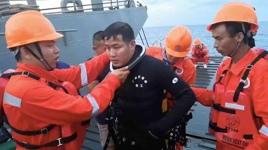 One of members of Chinese rescue team. /CGTN Photo