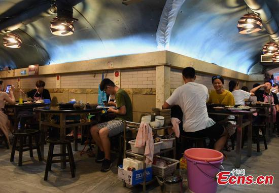Chongqing's cool bomb shelters popular summer spots