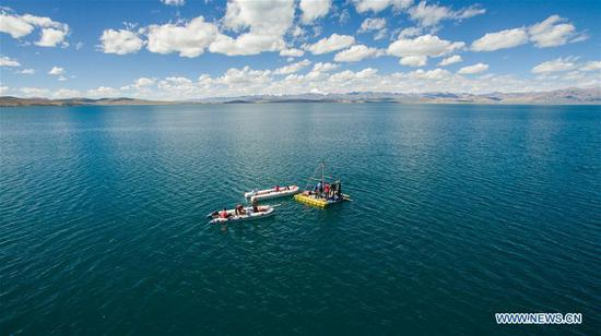 Scientific expedition team members conduct research on a lake in Ngari Prefecture, southwest China's Tibet Autonomous Region, Sept. 4, 2017. (Xinhua/Liu Dongjun)