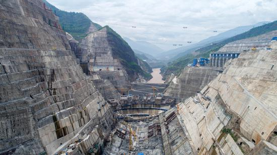 The construction site of the Baihetan hydropower station, the world's second-largest hydropower project, which is located on the upper reaches of the Yangtze River. (Photo/Xinhua)