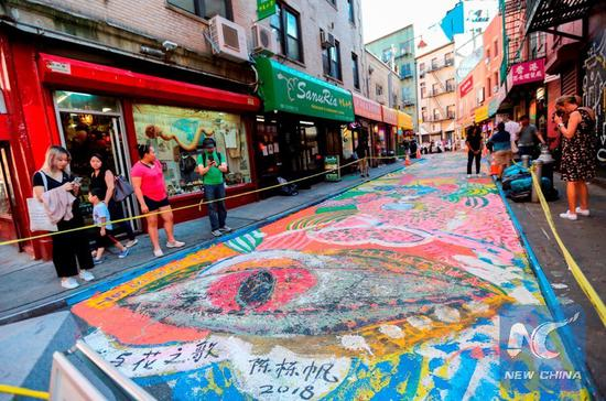 Grand street painting gives Manhattan's Chinatown high-fashion makeover