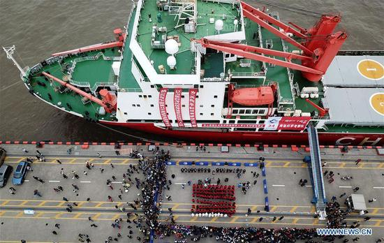 Aerial photo taken on April 21, 2018 shows members of China's 34th Antarctic expedition taking part in a welcoming ceremony on a dock in Shanghai, east China. (Xinhua/Fang Zhe)