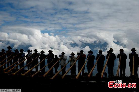 Swiss folklore fans gather for world's biggest alpine horn festival