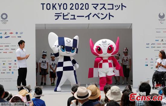 东京2020年官方吉祥物在仪式上揭幕