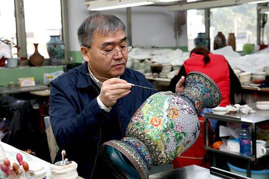 Cloisonne enamel exhibition marks anniversary of Belt and Road Initiative