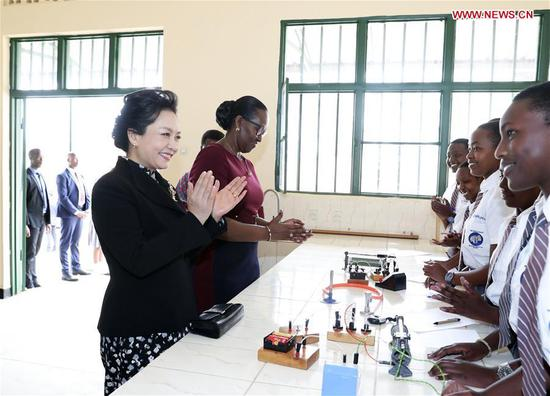 Peng Liyuan visits girls' school in Rwanda