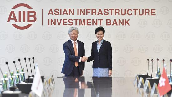 Hong Kong Chief Executive Carrie Lam (right) meets with the President of the Asian Infrastructure Investment Bank, Jin Liqun, in Beijing on July 26. 2018. (PHOTO / HKSAR GOVERNMENT)