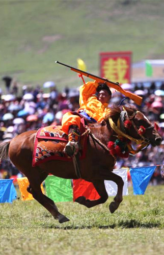 Horse racing festival opens in Qinghai