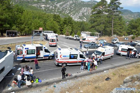 Photo taken on July 29, 2018 shows the site of a bus accident in Antalya Province, Turkey. Two Turkish citizens were killed and 30 other people injured, mostly Chinese, in a tour bus accident in Turkey's southern province of Antalya on Sunday, state-run Anadolu Agency reported. (Xinhua)