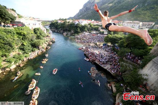 Bosnians keep centuries-old bridge diving tradition alive