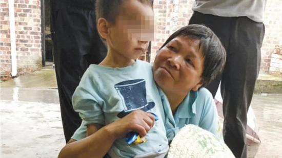 Three-year-old survives by drinking tap water for five days after grandfather dies