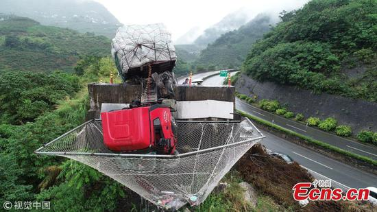 Huge net saves truck drivers hurled from cabin